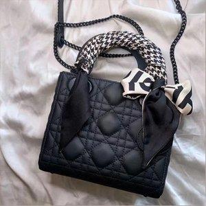 Big-name designer ladies one-shoulder messenger bag 2021 retro all-match clamshell PU leather letters female party handbag