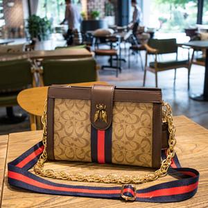 2021 Diseñadores de lujos Bolsos Moda Bolsa casual Exquisito Retro Retro Bolsa de moda Charm Cadena Honeybee Decoración Handbag 8167