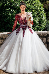 2021 Princess White and Burgundy Wedding Dresses Long Sleeves Sweep Train Plus Size Country Garden Bridal Party Gowns Robe Marrige