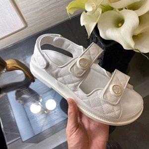 Au début du printemps 2021, la nouvelle Sandale de la plate-forme Velcro Plaid est disponible en tailles 35-40