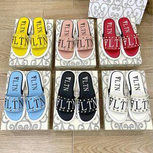 Summer New In New Roman Stud Sheepskin Skinks Skinks 2021 El último diseño Women Fashion Remache Genuine Cuero Flip Flop Flop Beach zapatos Sandalia