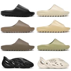 Kanye West Fashion Uomo Donne Schiuma Estate Sandalo Sandalo Casual Pantofole da spiaggia Scarpe da spiaggia Black FoamDesert Earth Brown Slide Resina Stylist Stylist Stylids