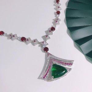 الأزياء الفاخرة الكرة رائع قلادة المرأة الأخضر جوهرة الأحمر الزجاج الزركون ساطع مثلث قلادة مجوهرات الزفاف جديد 2021