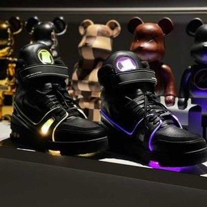 2021 Küresel Sınırlı Sneakers Serin Flaş Sihirli Uygulama Kontrolü X408 Koşu Ayakkabı LED Işıkları Renkli Sneakers Orijinal Kutusu ile En Yüksek Kalite