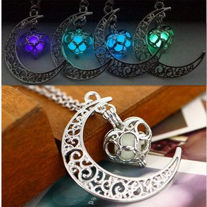 The moon Heart Noctilucence Glow in the Dark Essential Oil Diffuser Necklace Lockets Chains Pendant Jewlery for Women Drop Shipping 156 R2