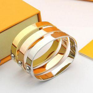 2021 Venda quente Pulseiras de ouro Pulseira de alta qualidade Política de aço de titânio personalidade simples para casais braceletes Fornecimento de moda