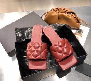 2021 Sandálias de Luxo Sandálias tecidas chinelos de pele de carneiro, uma variedade de cores, os tamanhos de alta qualidade 35-41