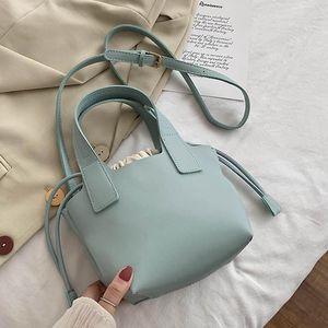 Нишеская корзина дизайн дамской сумки 2021 тенденция женские Drawstring Messenger сумка простая искусственная кожа сплошной цвет женской сумки