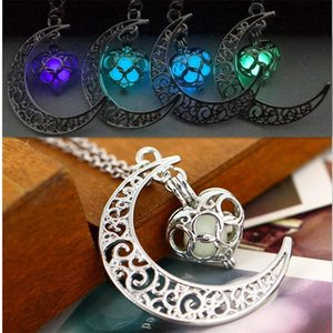 The moon Heart Noctilucence Glow in the Dark Essential Oil Diffuser Necklace Lockets Chains Pendant Jewlery for Women Drop Shipping