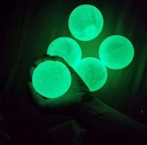 Karanlık Yapışkan Tavan Topları GLOW Yetişkinler ve Çocuklar için Stres Topları Glow Çocuklar Parti Malzemeleri Için Glow Sticks Topları DWB5005