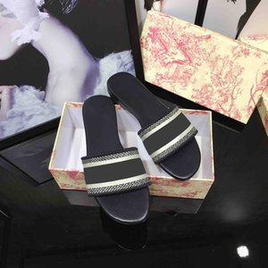 2021 Высокое качество Женщины Сандалии Тапочки Летний Пляж Крытый Плоские Обувь Дизайнер Классическая Женщина Сандалия Обувь с Коробка Размер 35-43