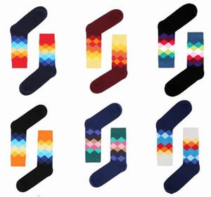 Alta Qualidade Marca Meias Felizes Estilo Britânico Estilo xadrez Meias Gradient Color Males Moda Personalidade Algodão Skate Basquetebol Sock Owf5280
