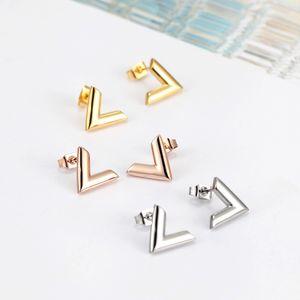 2021 nova chegada jóias extravagantes homens garanhão clássico projeto brincos de aço inoxidável prata v letras mulheres garanhão brincos atacado