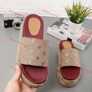 Gucci slippers sandals Sandali nuovi da donna progettati alla moda, flip flops della fragola rossa da donna, gli articoli più popolari e popolari sono 35-42