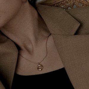 Minimaliste Vintage 18K Gold Perlaid Collier Pearl Femelle Snake Chaîne osseuse Cercle irrégulier Pendentif Femmes Chaîne Collier Bijoux