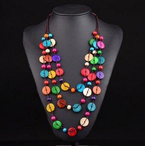 Heiße neue Folk-Zoll-Halsketten mehrschichtige Tasten Anhänger Halskette für Frauen mit böhmischen handgewebten Kokosnuss-Shell-Kostüm-Zubehör