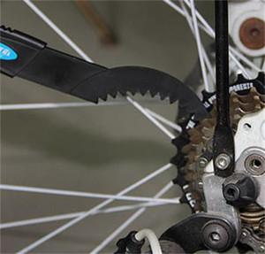 2pcs / Set Chaîne de vélo portable Clean Brush Nettoyage Vélo Cyclisme Nettoyant Nettoyant Tool d'épanchement Bicyclette Noir Haute Qualité 172 W2