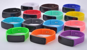 Sport coloré Montres LED Montres Candy Jelly Hommes Femmes Silicone Caoutchouc Rubber Screen Digital Montre Bracelet Bracelet