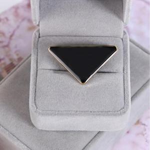 2021 حار بيع المعادن مثلث بروش إلكتروني دبوس الأزياء والإكسسوارات عالية الجودة الرجال والنساء الملابس دبوس مشبك شحن مجاني