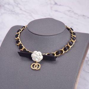 Дизайн ожерелье Женщинxiaoxiangshan Camellia Bow Ожерелье щедрый дизайн простой личности сладкий прекрасный кожаный веревка браслет