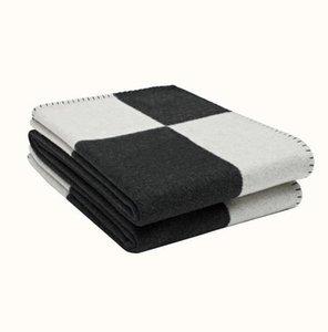 Luxurys Letter Blanket Soft Wool Scarf Shawl Portable Warm Plaid Sofa Bed Fleece Spring Autumn Women Throw Blankets