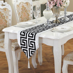 Chinese Modern Simple Table Runner Classical Retro Black and White Red Tea Table Cloth Fashion Wedding Decoration Table Flag GWC6166