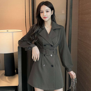 Autumn and winter 2020 new suit collar double breasted long sleeve closed waist Hepburn style small black skirt windbreaker coat dress