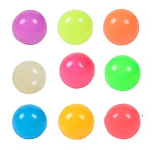Karanlıkta Glow Yapışkan tavan topları yetişkinler ve çocuklar için gerilme topları çocuklar parti malzemeleri için glow sopa topları DHF5044