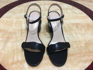 Moda Hafta Kadınlar Retro Blok Topuklu Marmont Süslenmiş Deri Sandalet Toe Açık Sandallias Donanım Dekorasyon Topuklu Sandalet