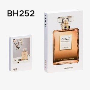 2021 새로운 뜨거운 선물 가짜 책 장식 가정 장식 도서 현대 시뮬레이션 패션 럭셔리 홈 호텔 선물 Y0707
