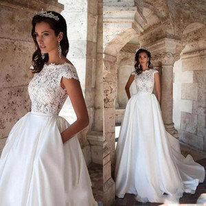 2021 Gorgeous A Line Wedding Dresses with Detachable Train Lace Applique Backless Pleats Wedding Dress Bridal Gowns Vestidos De Noiva