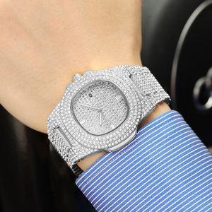 2021 Мужчины модные часы 45 мм из нержавеющей стали дизайн часы Shinning Diamond Full Out Out Часы кварцевые движения спортивные наручные часы