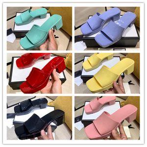 Chaussures de luxe Chaussures de luxe Sandales de cristal Diapositives plates Talons à talons hauts Slipper Summer Plage d'été Fantastique Plate-forme Plate-forme Alphabet 35-41