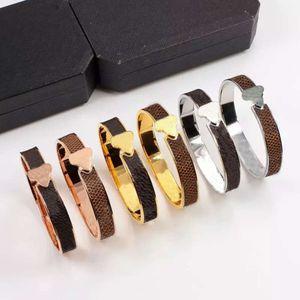 Braccialetto di cuoio di design classico amore moda donne Braccialetti in oro argento oro rosa titanio in acciaio in acciaio per unghie braccialetti in filo di cavo Coppia gioielli uomo