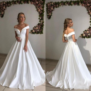 2021 Простые чистые белые свадебные платья линия с длиной плеча Длина атласных свадебных платьев дешево Плюс размер брака