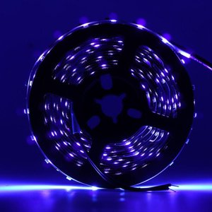 LED UV Black Light Strip kit 12V Flexuraciones de luz negra flexibles con 60 unidades Lámpara UV Beads para iluminación de escenario de fiesta interior