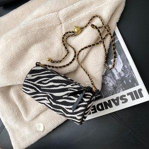 Bolsa de cuerpo cruzada de cadena Bolso de diseño de lujo almohada Cilindro de cilindro Bolso de arco iris y bolsos Pequeñas bolsas de aguja para mujeres 2021