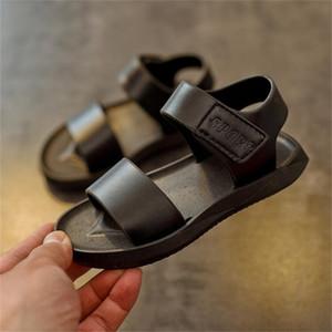 Ulknn Sandalen für Jungen 2021 Sommer Neue Kinder Sandale 1-6 Jahre alt Einfacher Junge Strandschuhe Schwarz Weiß Schuh Großhandel 21-25 210306