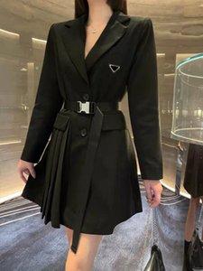 Kadın Elbise Knits Uzun Bahar Yaz Dış Giyim Rahat Stil Ile Tunç Mektubu Lady Ince Elbiseler Tees Gömlek Yün Örgü Pileli Etek Düğmesi Tops