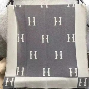Designer Blankets H Blanket Cashmere Women 135x165cm Luxury Letter Sublimation Winter Baby Sumsum Beach Bathing Towel Bath Cotton D2108281L
