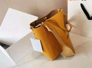 2021 Exquisite and generous bucket bag luxury designer ladies handbags high quality one-shoulder portable diagonal bags large-capacity handbag simple style modern