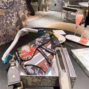 2021 Exquisite saddle bag luxury designer ladies handbags high quality one-shoulder portable diagonal bags multi-color optional personality casual modern handbag
