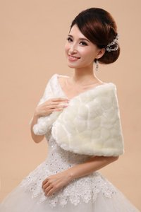 Wraps & Jackets 2021 Sell Wedding Bride Cloaks Outerwear Capes Ivory Autumn Winter Jacket