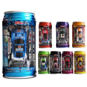 4 색 통조림 원격 제어 자동차 미니 주석 도금 된 원격 제어 가벼운 코크스 탱크가있는 자동차 어린이 장난감을 제어합니다.