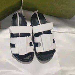 2021 الرجال النساء المصممين أريزونا كعب مسطح الشرائح النعال الصنادل منصة جلد طبيعي أحذية الشاطئ الجدة أشع البغال مريح وتنوع الصيف