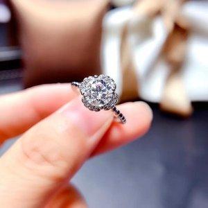 Fashion Ring Flower Style Sparkling Moisanite for Women 925 Sterling Silver Birthday Gift Shiny Better Than Diamond Engagement Rings N1