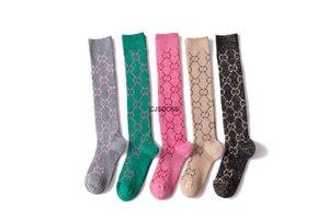 2021 Moda Bahar Sonbahar 4 Seasons Çorap Şeker Renkli Mektup Kazık Kız Trend Penye Pamuk Atletik Uzun Stok