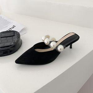 2021 Nouvelle boîte à orteils pour le plein air moitié pantoufles de style français fille stileto sandales pointues noire perles haute talon talon chaussures