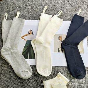 Модные дизайнеры Новый продукт Джилл Sanda Jilsander женская сплошной цвет средней трубы двойной иглы вертикальные полосы ткани этикетки влаги носки одежды