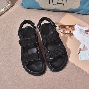2021 Sandales Femmes Sandales Stick Magic Summer Black Grid Grid Modèle Chaussures Polyatile Casual Girls Sandal Sports Sandal Sandal Velcro Coin Styliste à plateau 35-41